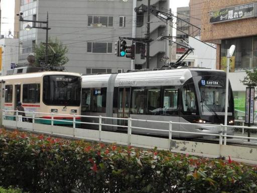B③駅前旧市電交差.JPG